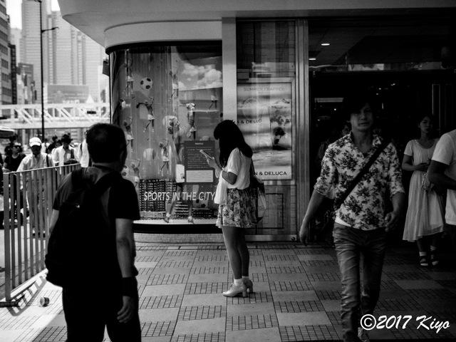 E7086952_CameraRAW_2048_signed.jpg